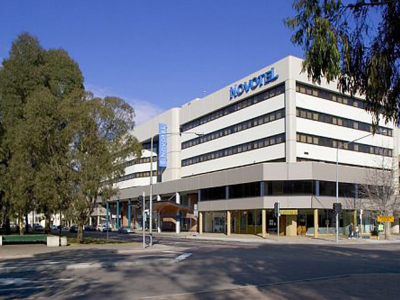 Novotel Canberra Außenaufnahme