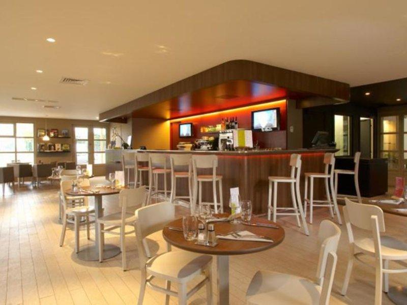 Campanile Chantilly Bar