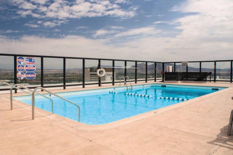 Four Queens & Casino Pool