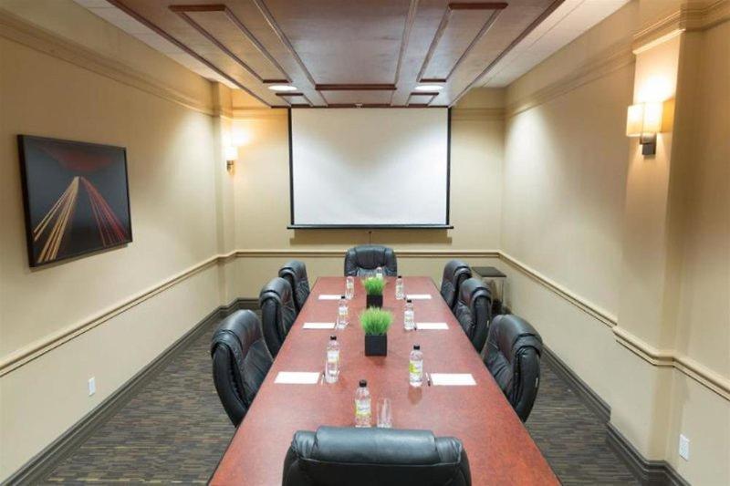 Radisson Hotel & Suites Fort McMurray Konferenzraum
