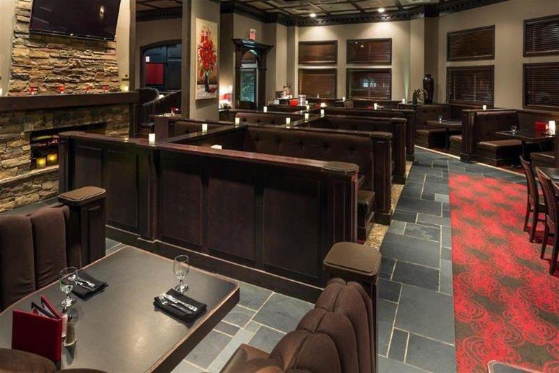Radisson Hotel & Suites Fort McMurray Bar