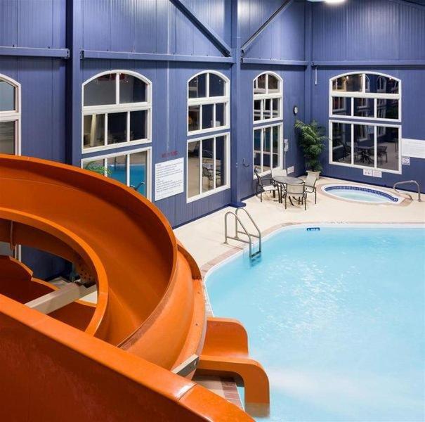 Radisson Hotel & Suites Fort McMurray Hallenbad