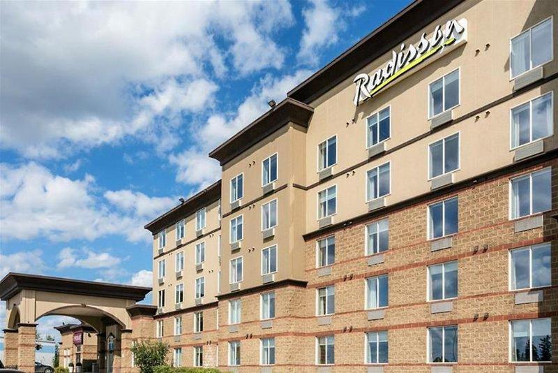 Radisson Hotel & Suites Fort McMurray Außenaufnahme