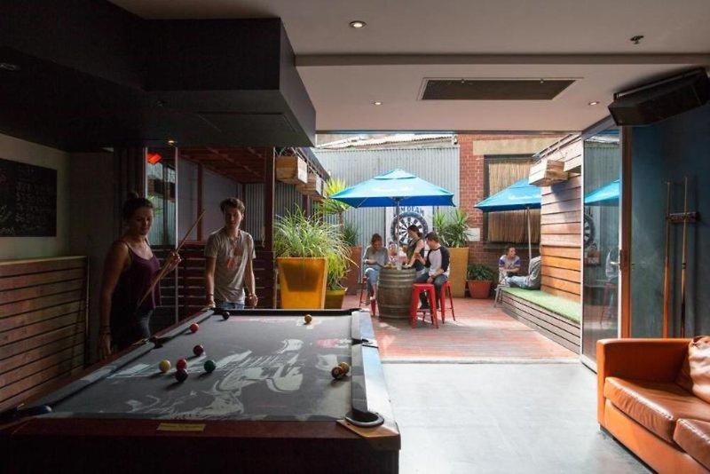 Nomads Melbourne Hostel Terrasse