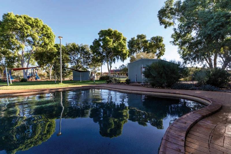 Kings Canyon Resort Pool