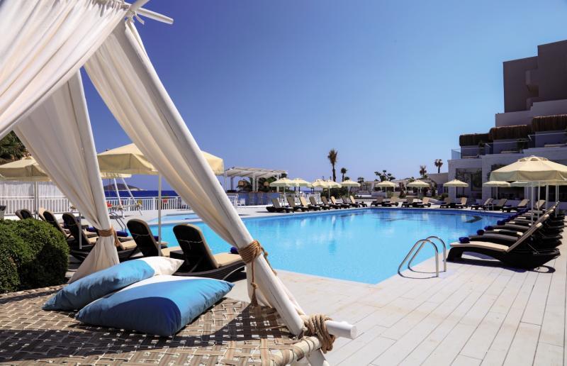 Design Plus Seya Beach  Pool