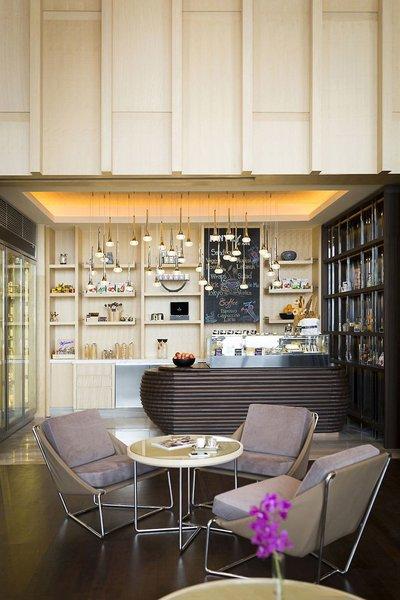 AVANI+ Riverside Bangkok Hotel Bar