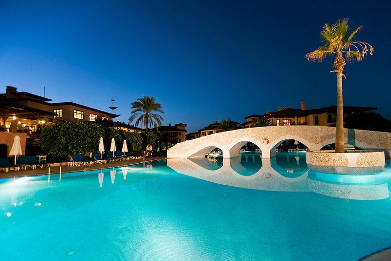 Club Grand Side Pool