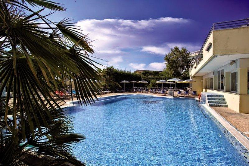 Palace Meggiorato Pool