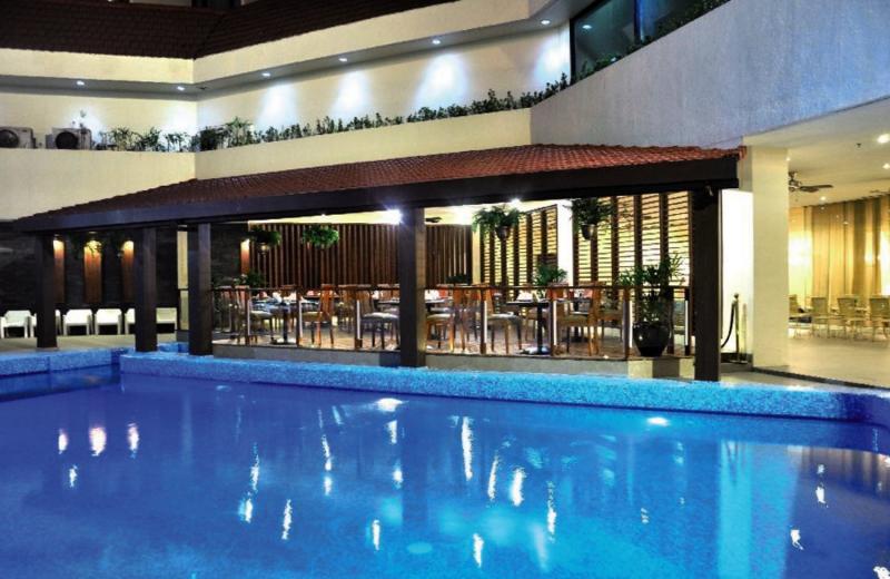 The Heritage Hotel Manila Hallenbad