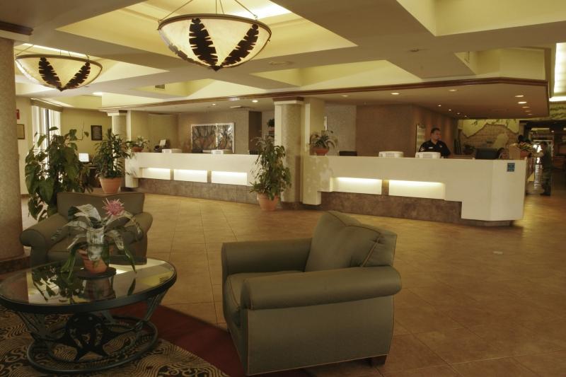 Maingate Lakeside Resort Lounge/Empfang