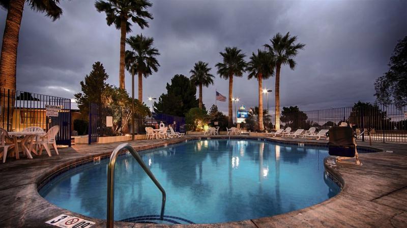 Stevens Inn Pool