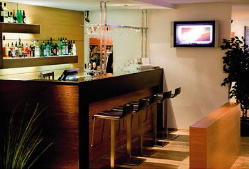 Center Hotel Plaza Bar