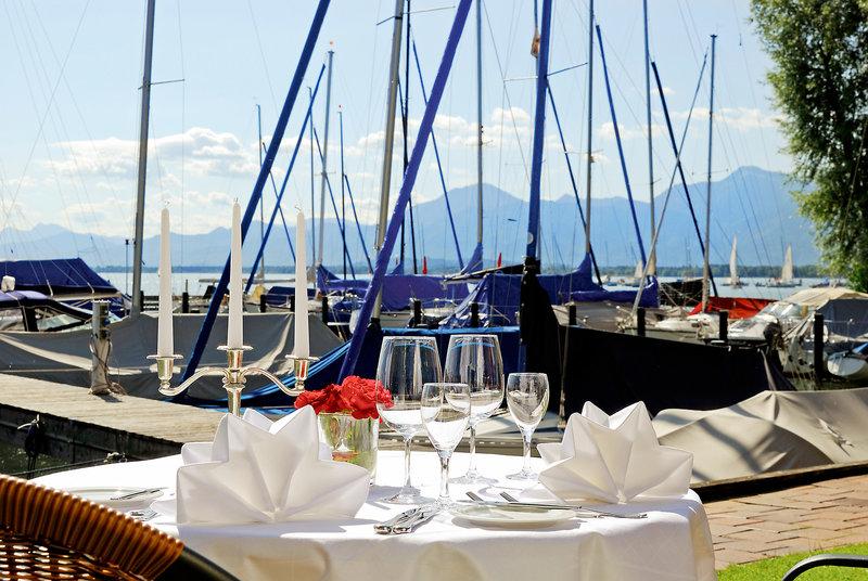 Yachthotel Chiemsee Außenaufnahme