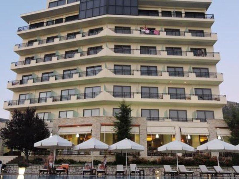 Rapos Resort Hotel Außenaufnahme
